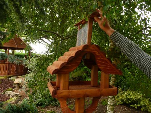 Giant Abbey Bird Table